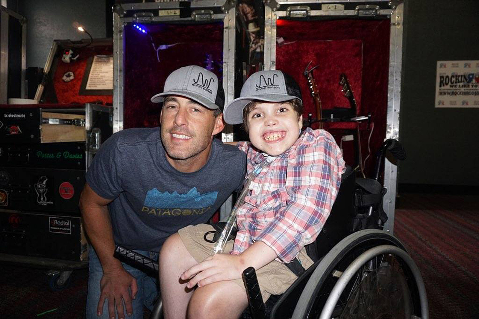 Aaron Watson Celebrates Diversity in Uplifting 'To Be the Moon'