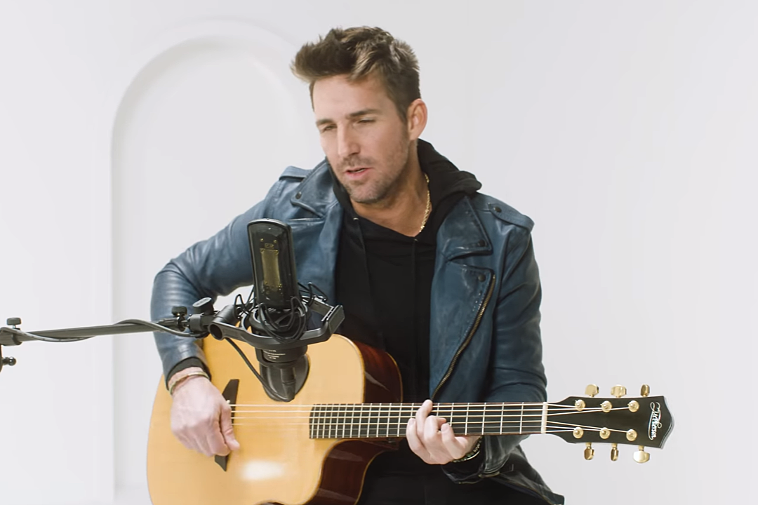 Watch Jake Owen's Intimate Acoustic Performance of 'In It'