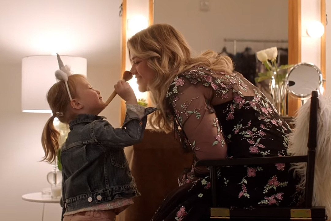 Kelly Clarkson Defends Her Decision to Dye Daughter River's Hair