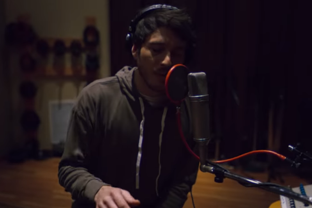 Morgan Evans Mashes Some 'Tequila' Into 'Day Drunk' [Watch]