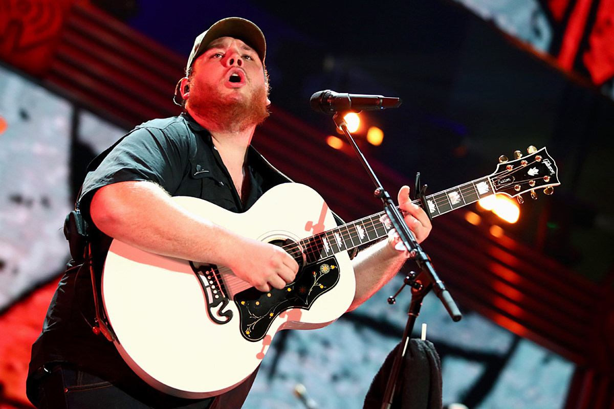 9447d0f518132 Luke Combs Gives  Em What They Want in Beer Never Broke My Heart
