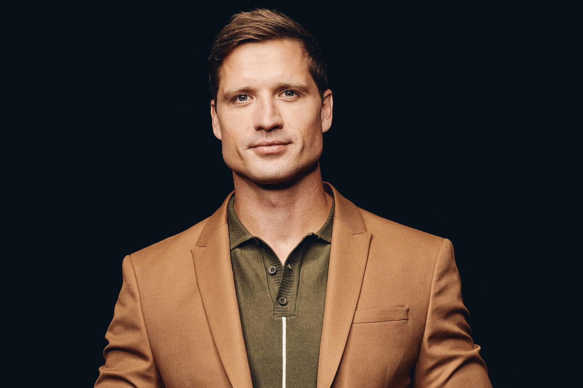 Listen to Walker Hayes' Nicholas Sparks-ian New Song 'Don't