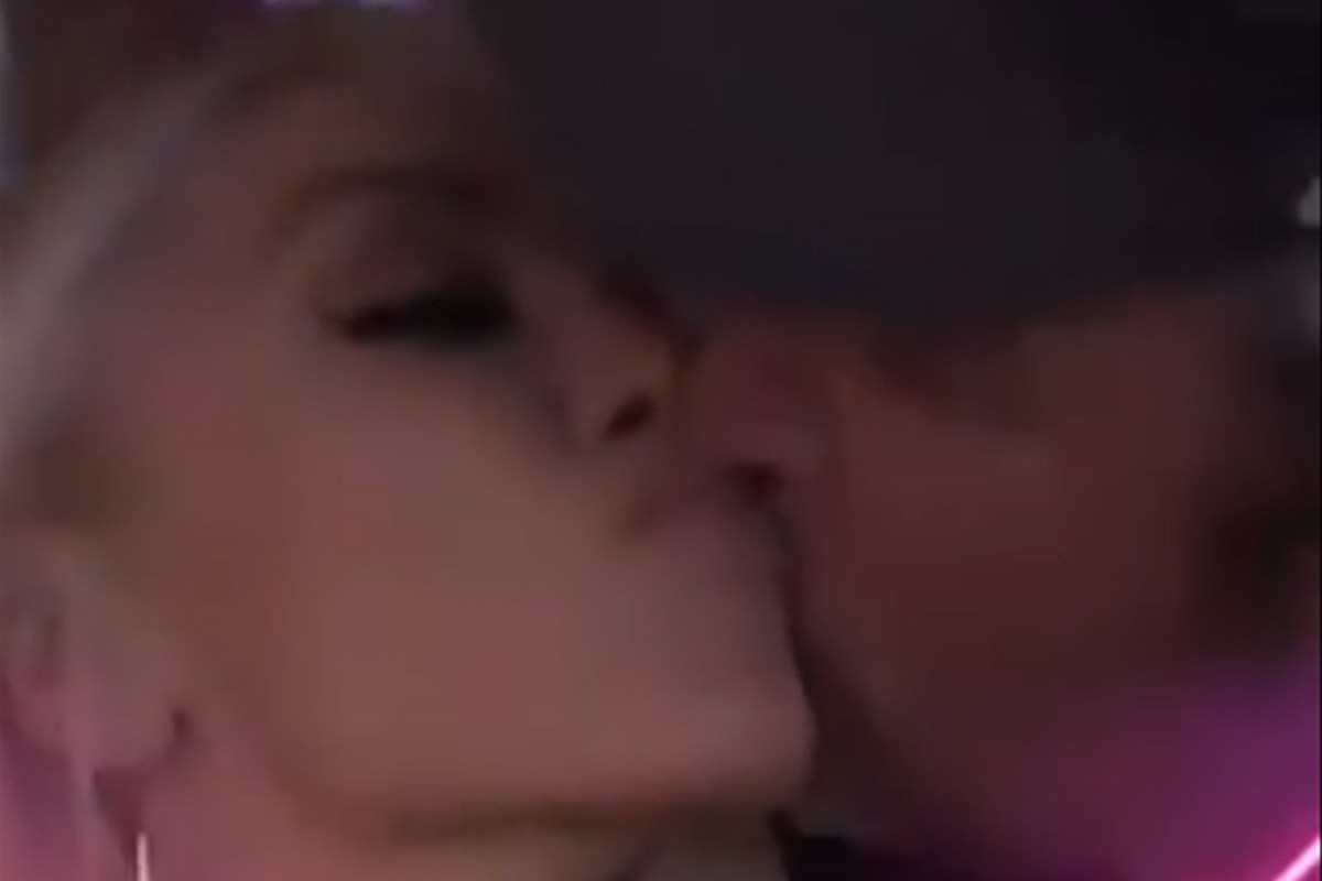 Blake Shelton and Gwen Stefani Share Kiss During Luke Bryan Show