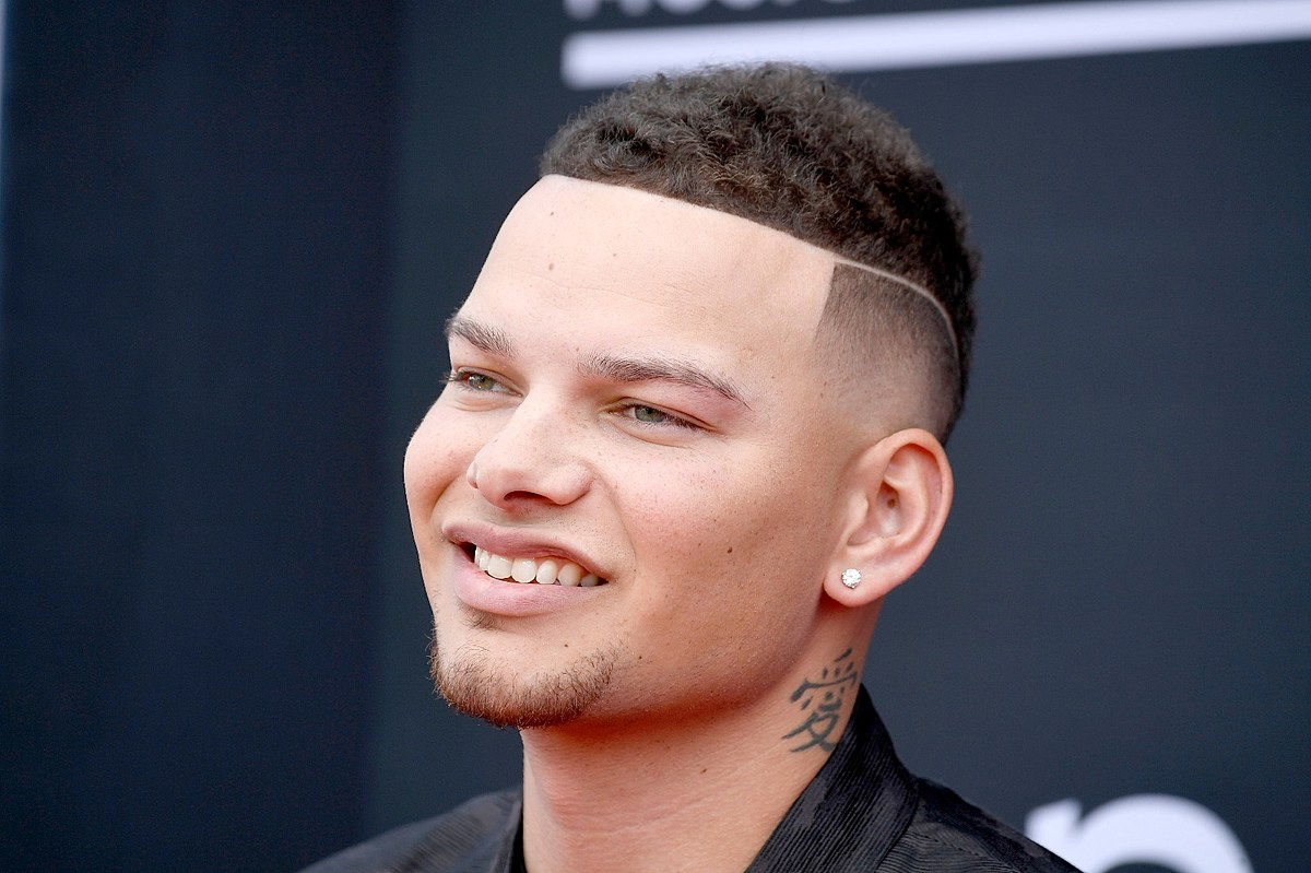 Listen Kane Brown S Like A Rodeo Is A Story Of Wild Love