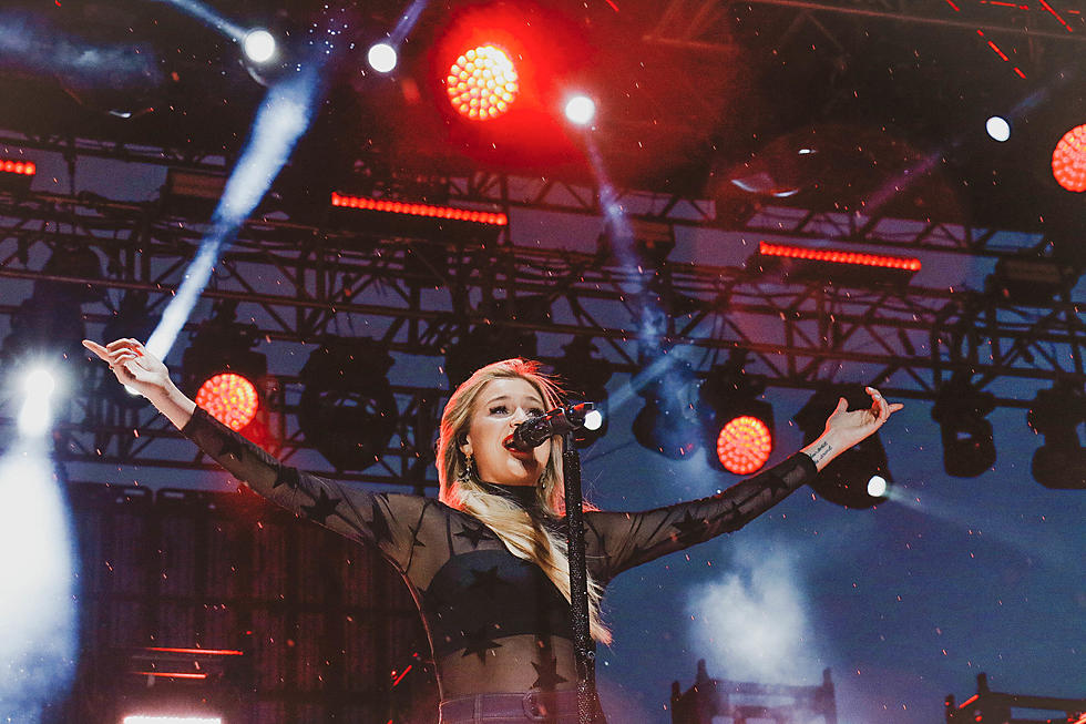 Kelsea Ballerini Stuns, Simply, With New 'Homecoming Queen?'