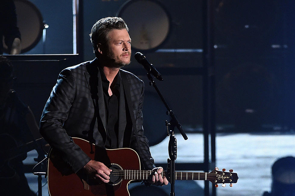 Blake Shelton Cheers Its Christmas.Blake Shelton S Hallmark Christmas Movie Is Getting A Sequel