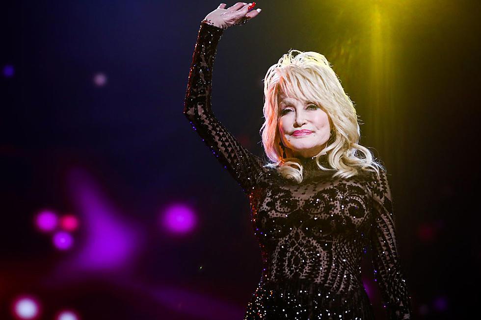 Dolly Parton Christmas Album.Dolly Parton To Appear In New Hallmark Christmas Movie