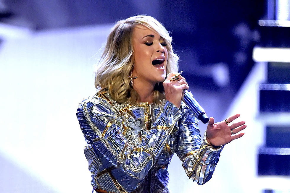 Cma Christmas Special 2019.Carrie Underwood Can T Wait To Co Host The 2019 Cma Awards