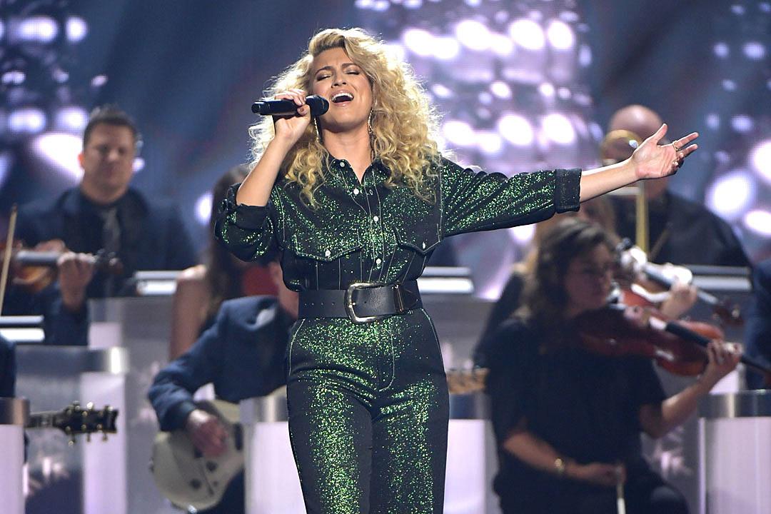 Cma Christmas 2020 Artist List 2019 CMA Country Christmas Performances: Full List
