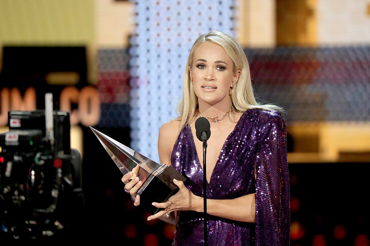 Carrie Underwood Tears Up Accepting American Music Award Wins