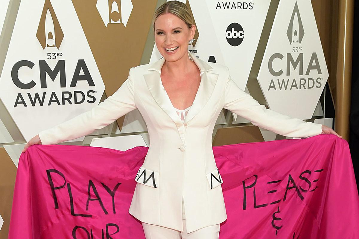 Jennifer Nettles Opens Up About 'Subversive' CMA Awards Outfit