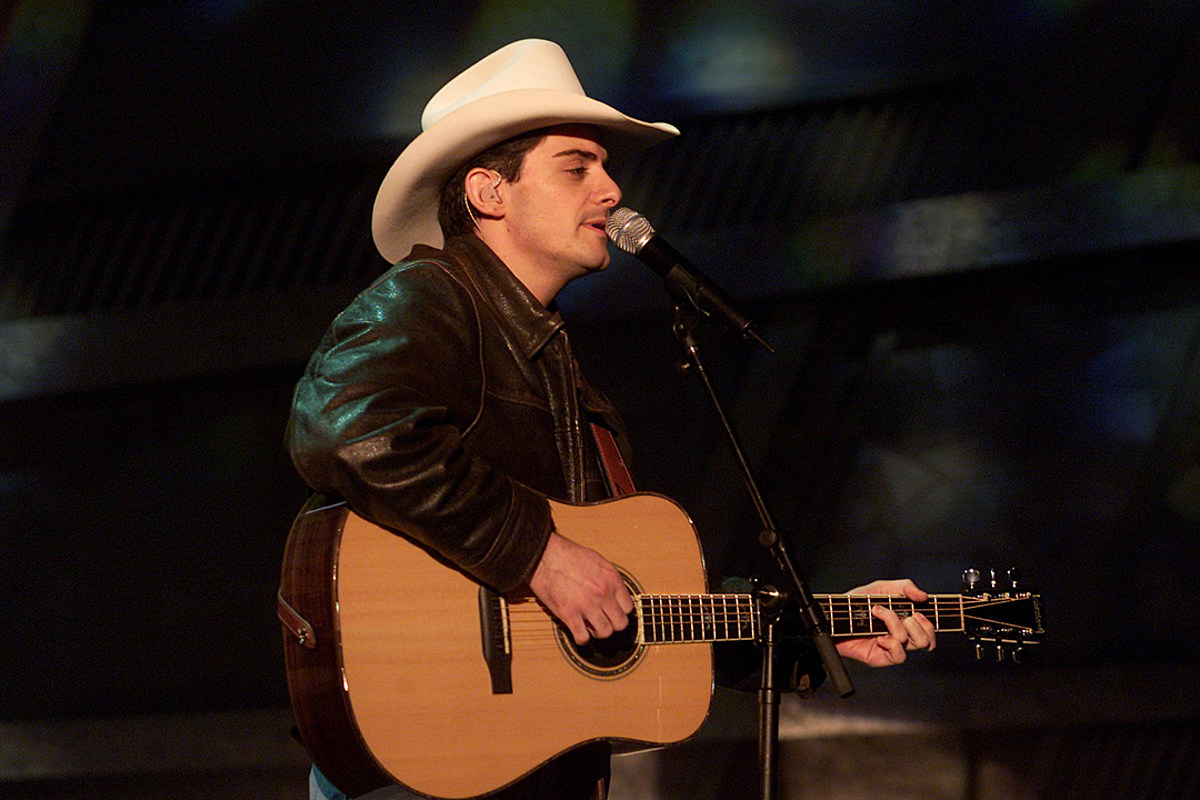 20 Years Ago Today: Brad Paisley Scores First No. 1 Hit