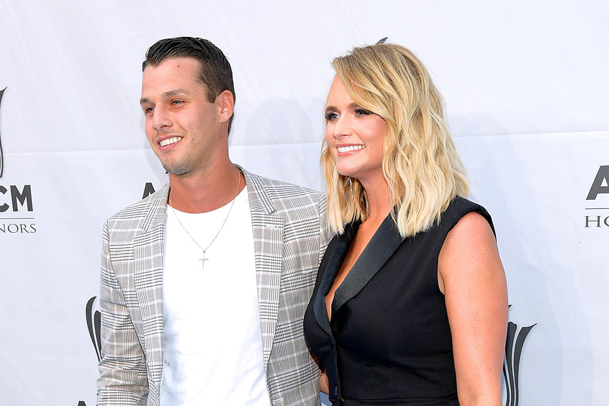 PICTURES: Miranda Lambert + Husband Share Spectacular Snaps From Maui Trip
