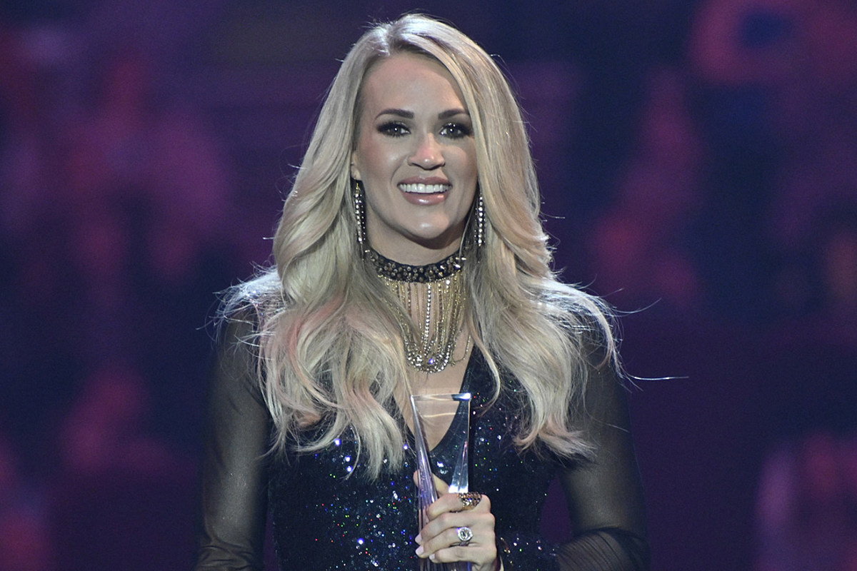 Carrie Underwood Couldn T Sleep So She Wrote A Book