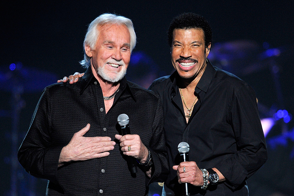 Lionel Richie Looks Back on 40-Year Friendship With 'Mentor' Kenny Rogers