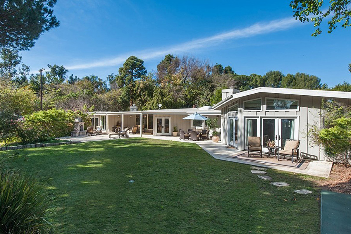 PICTURES: See Inside Garth Brooks and Trisha Yearwood's $7 Million Malibu Beach House
