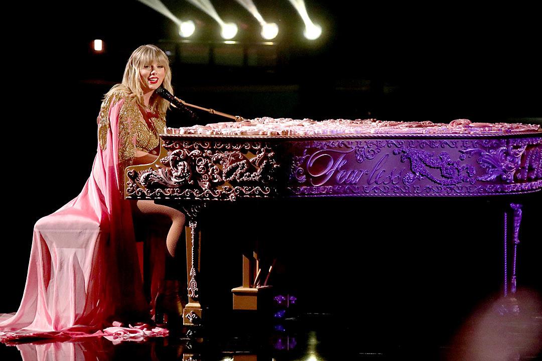 Taylor Swift Performing At 2020 Acm Awards