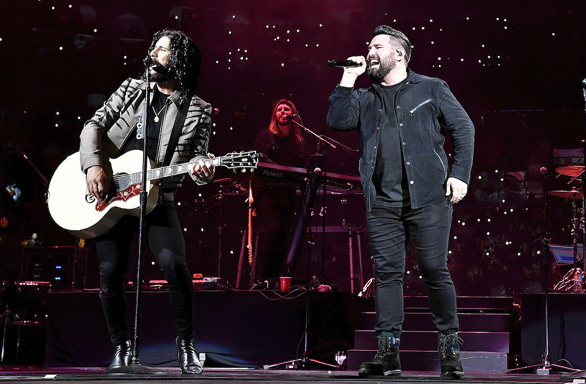 Country Christmas Special 2020 Location Dan + Shay, FGL + More Sign on for 'CMA Country Christmas' 2020