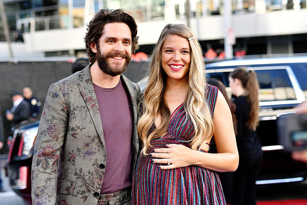 Thomas Rhett + Lauren Co Hosting 'CMA Country Christmas' 2020
