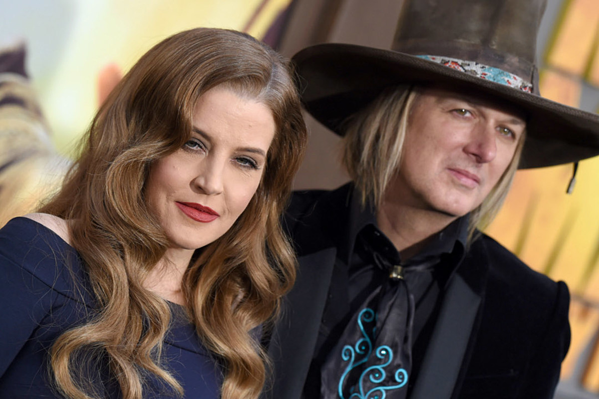 Lisa Marie Presley Obtains Joint Custody Of Twins With Ex Husband Cinders is perfect for every fan who ever wished cinderella could be a bit more like mulan, and for everyone who loved the princess bride, but wished buttercup would pick up her sword and fight for. lisa marie presley obtains joint
