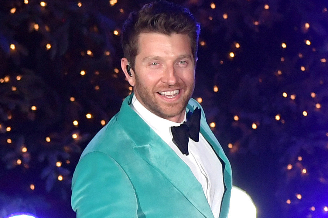 Brett Eldredge Announces New Holiday Album, 'Mr. Christmas'