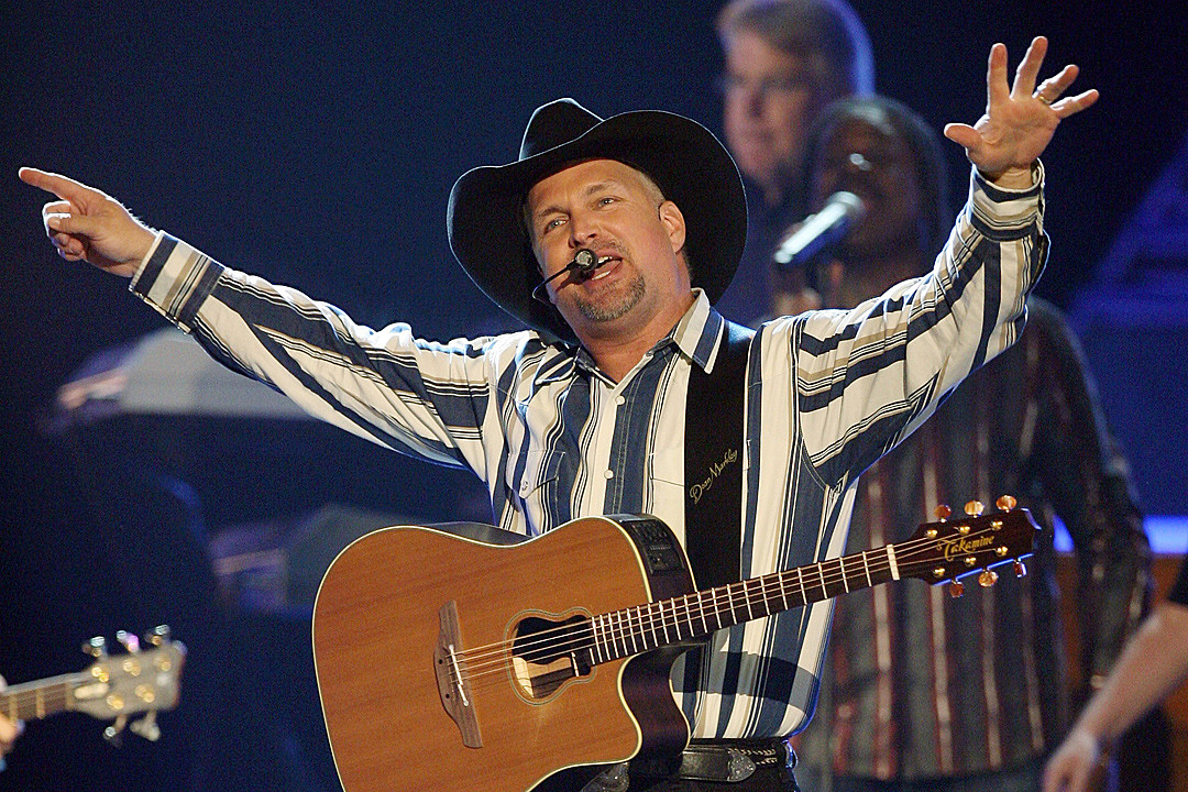 Remember When Garth Brooks' 'Ropin' the Wind' Set a Chart Record?