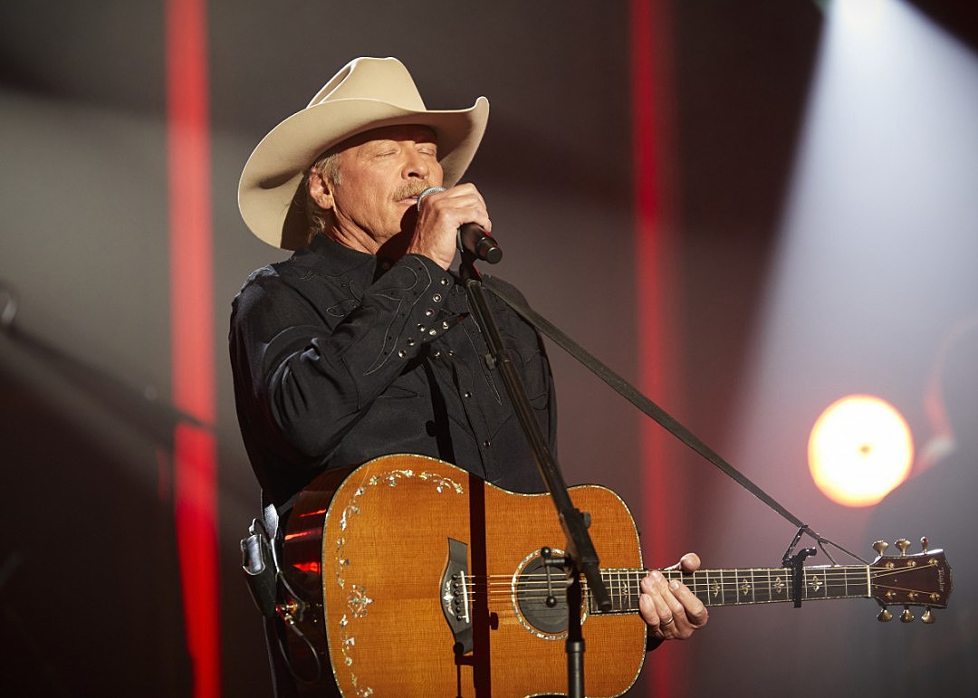 Alan Jackson Tributes His Family in Touching ACM Performance