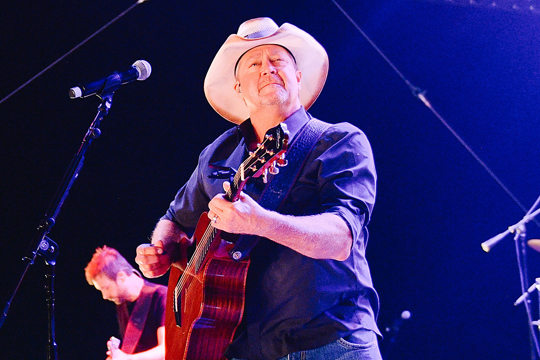 LISTEN: Tracy Lawrence's 'Lonely 101' Brings the Cold Hard Truth