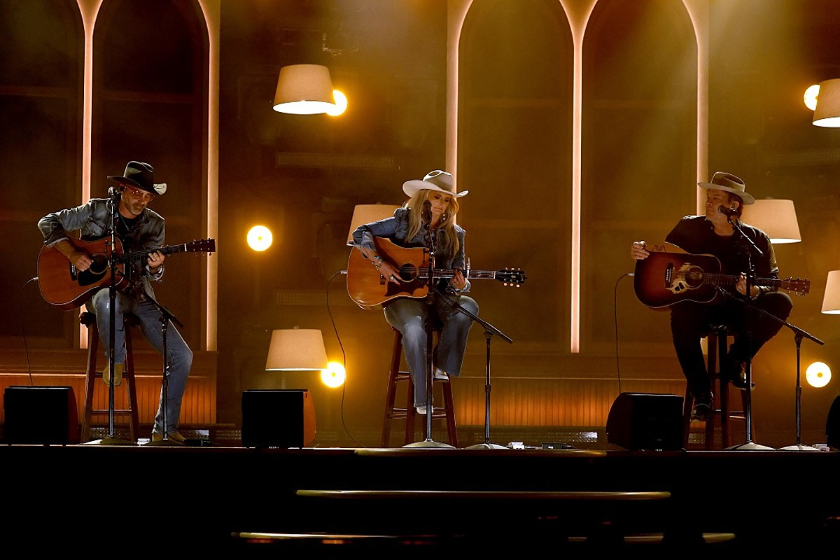 Miranda Lambert Joins Jack Ingram + Jon Randall for Stripped-Down ACMs Performance