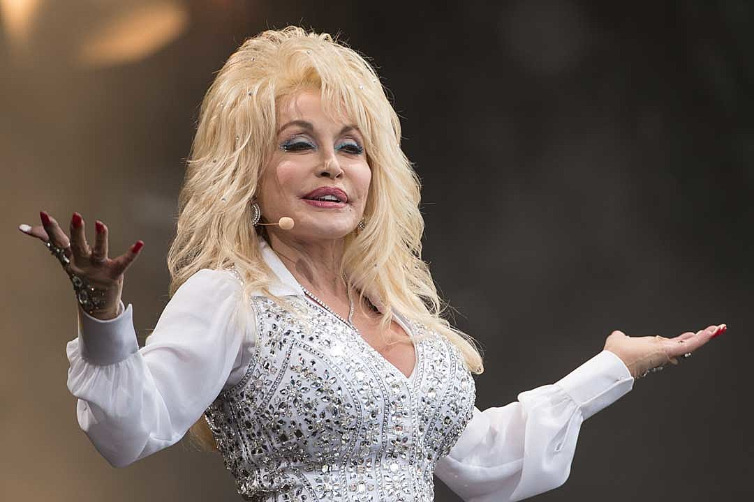 Dolly Parton's Netflix Christmas Movie Nominated for Two Emmys