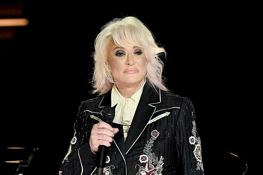 Tanya Tucker Cancels 2021 Tour Dates, Citing Surgery + COVID-19