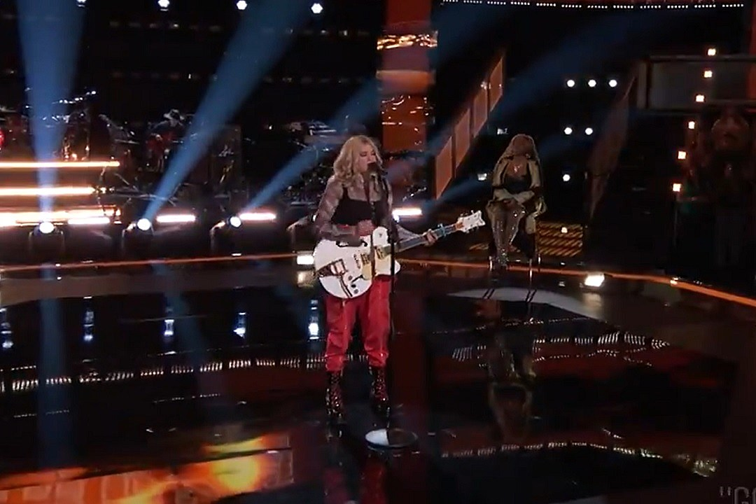 Hailey Green Covers 'God's Country' in Front of Blake Shelton