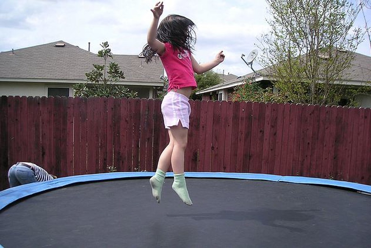 Pediatricians Urge Parents to Keep Kids Off Trampolines to