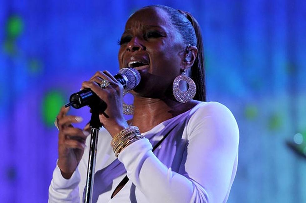 Mary J  Blige Is Looking for 'Someone to Love Me' in New
