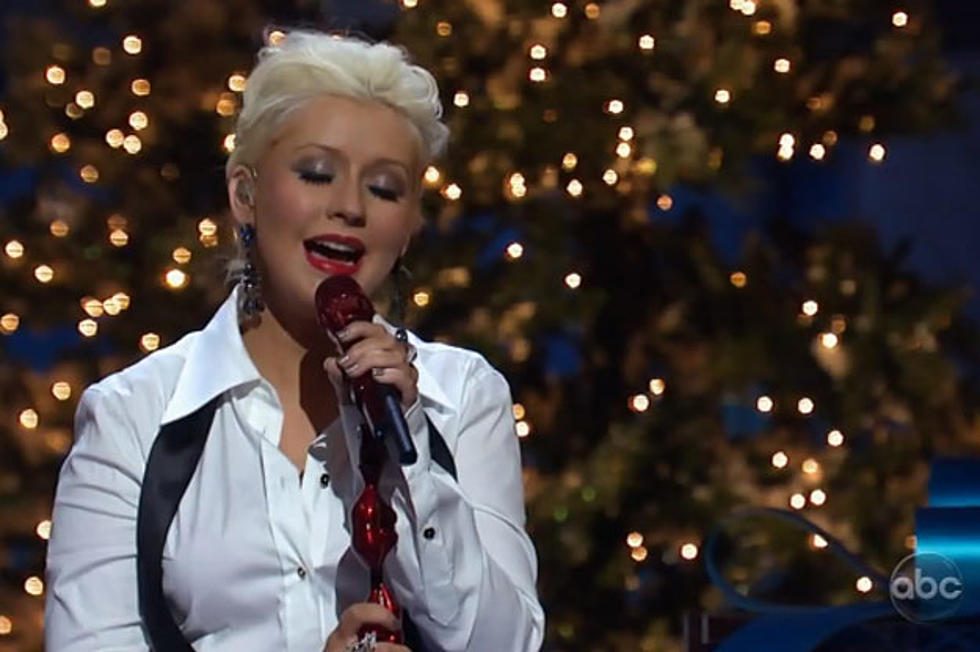 Merry Little Christmas 2011.Watch Christina Aguilera Perform Have Yourself A Merry