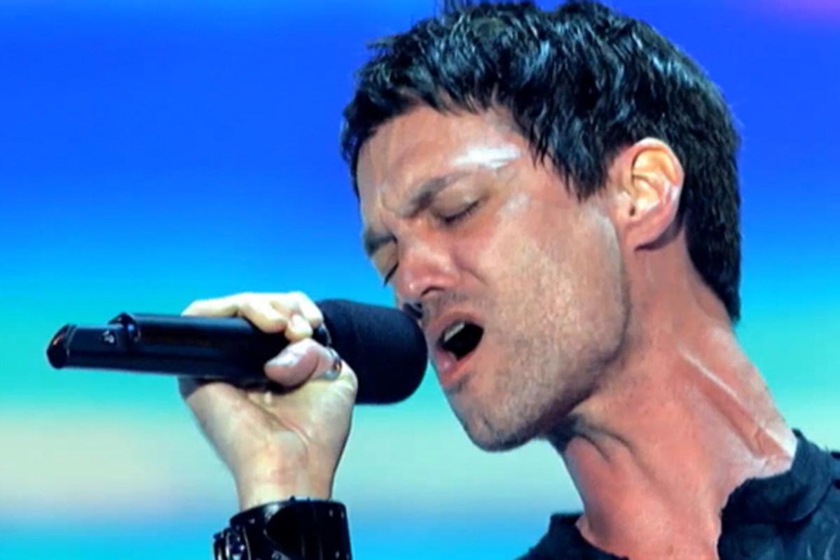 Single dad sings hallelujah
