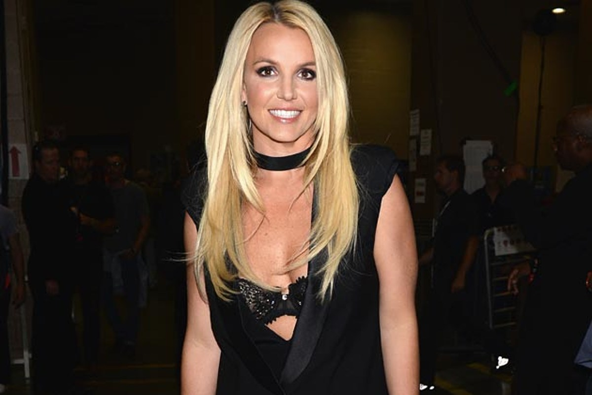 Kendall Jenner and Britney Spears Wear Same Necklace: Pic