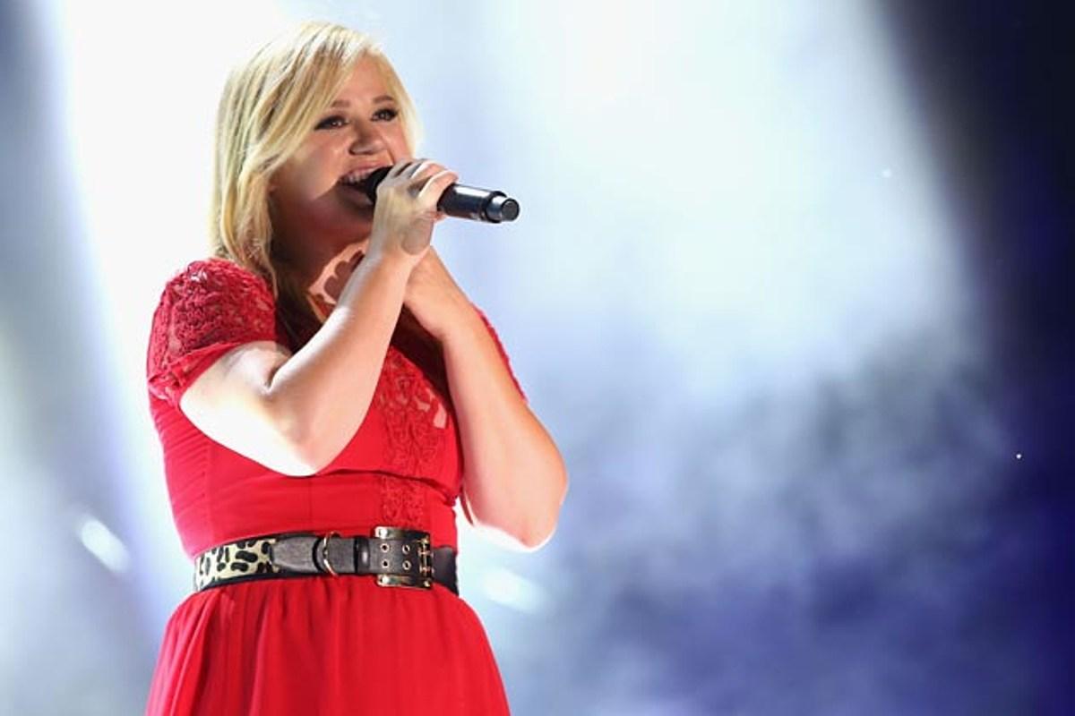 Listen to Kelly Clarkson 'Underneath the Tree' Christmas Single