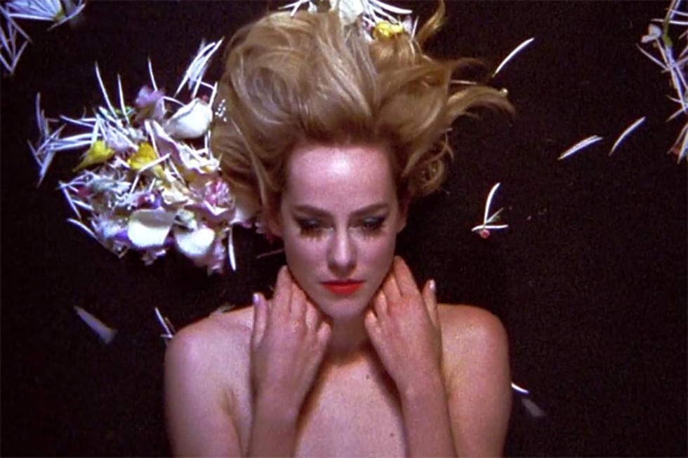 Hunger Games Jena Malone Nearly Nude In Music Video Nsfw