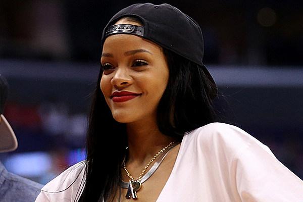 Rihanna Apologizes for... Rihanna Ageshamming