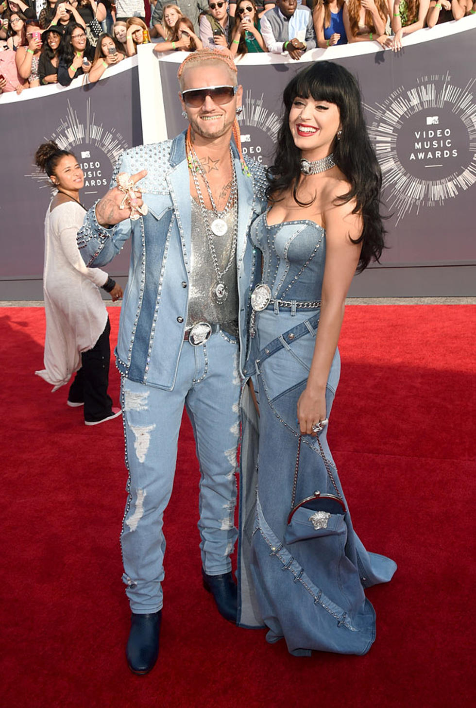 Katy Perry Channels Britney Spears In Denim Dress On 2014 Mtv Vmas Red Carpet Photos