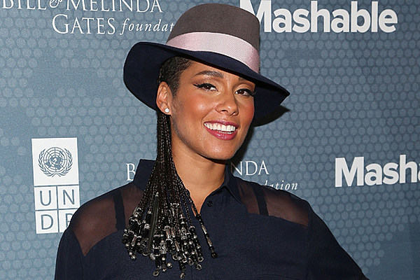 Pregnant Alicia Keys poses nude for charity drive | Young