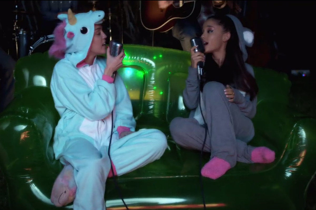 Watch Miley Cyrus Ariana Grande Slay Don T Dream It S Over In Onesies