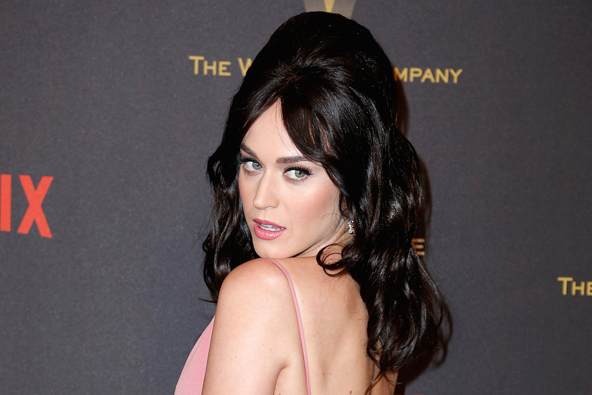 Katy Perry wears plunging pink gown as she jokes about her