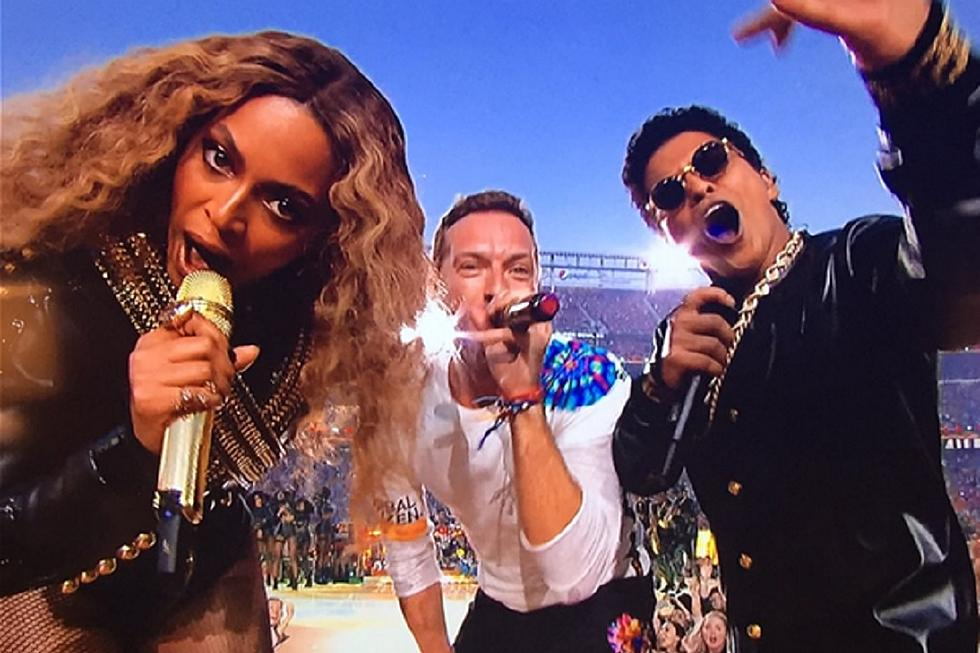 f009142563d2 Super Bowl 50 Halftime Show Recap: Beyonce, Coldplay, and Bruno Mars Make  for an Epic Musical Touchdown