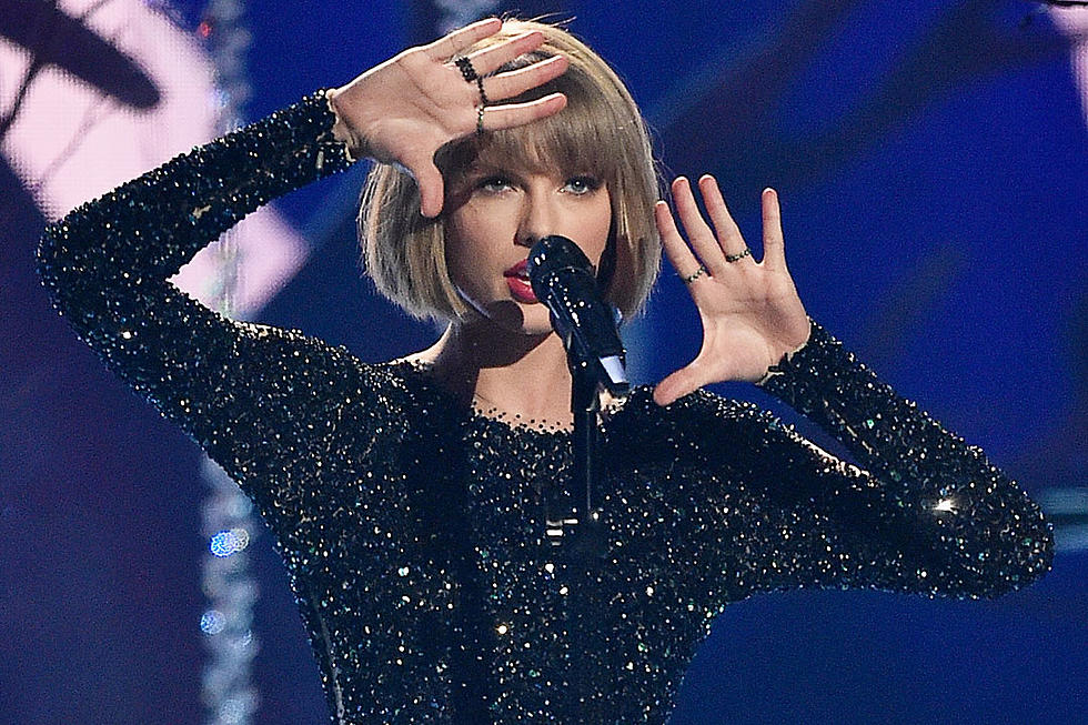 See Taylor Swift Open The 2016 Grammy Awards With Out Of The Woods