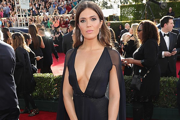 Mandy Moore At The 2017 Golden Globes Photos