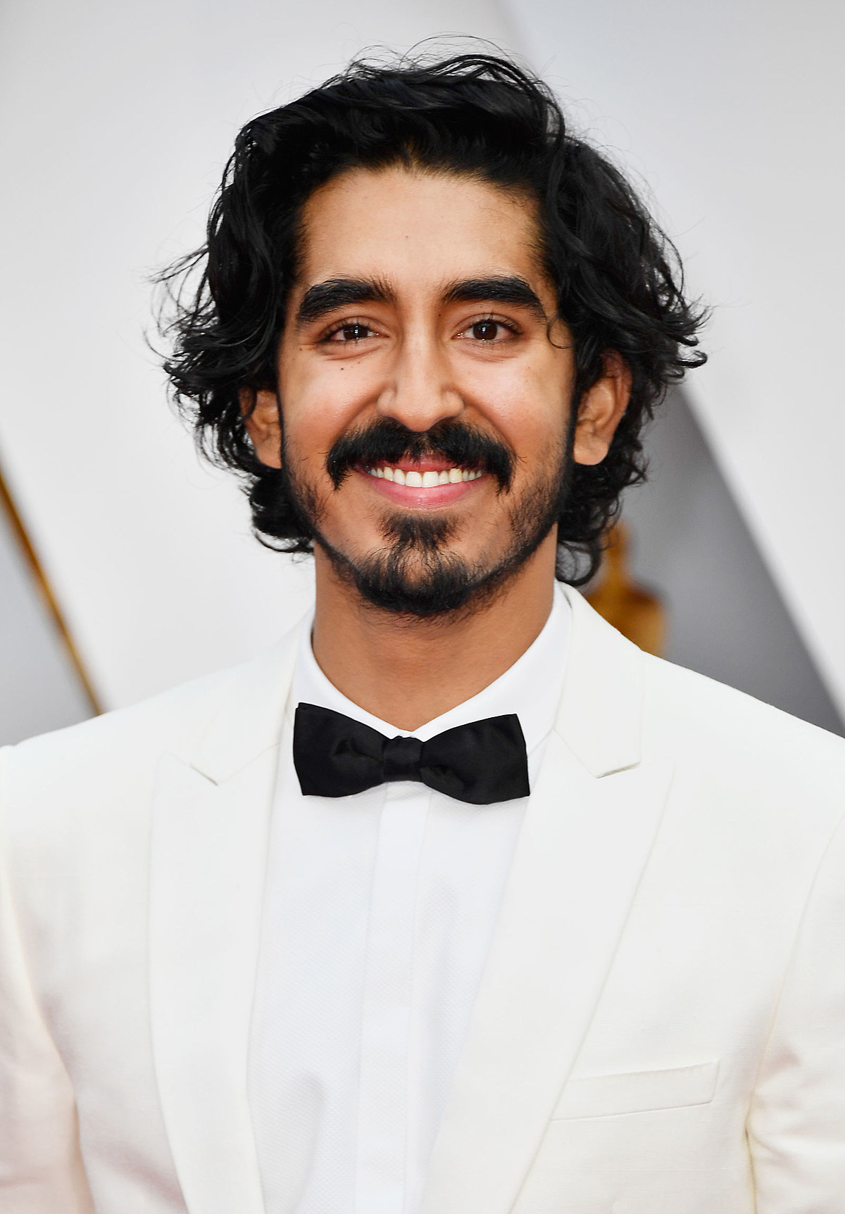 Dev Patel's White Tuxedo Evokes Old Hollywood at 2017 Oscars