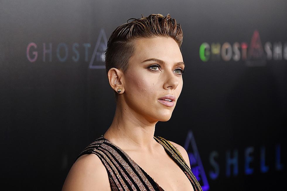 Scarlett Johansson Stuns In Slinky Stripes Ghost In The Shell Premiere Photos