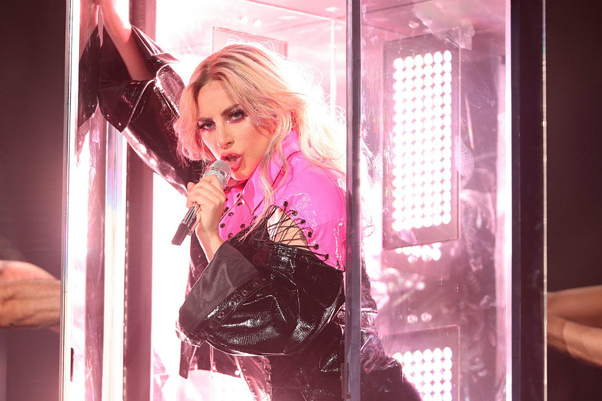 See Lady Gaga Kick Off Joanne Tour, Cowboy Hat Included